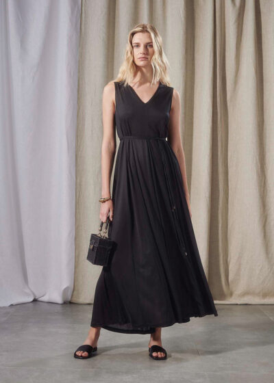 PUROTATTO - 4001 - V-neck dress with inverted pleats creating a flared silhouette - 004
